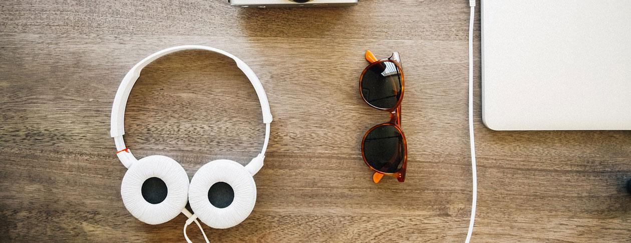 1260-headphones-405886_1280