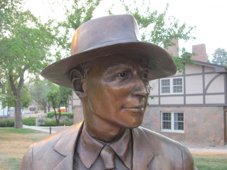 Left: Detail of the Oppenheimer statue in Los Alamos, New Mexico (photograph by I. Hargittai); Khariton on Russian postage stamp, 2004.