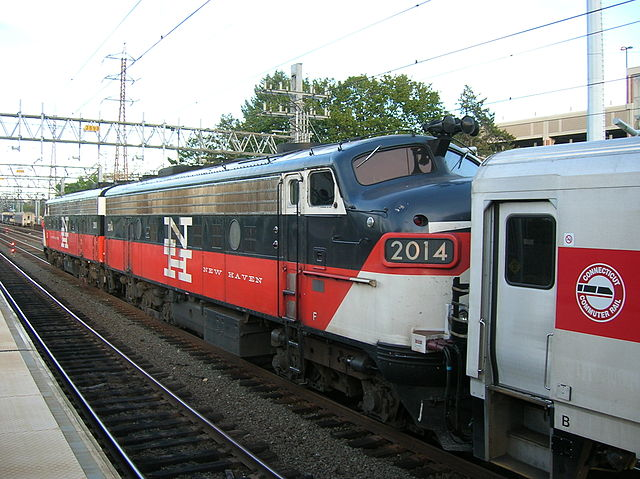 Metro-North EMD FL9 leaving Stamford, CT. Public domain via Wikimedia Commons.