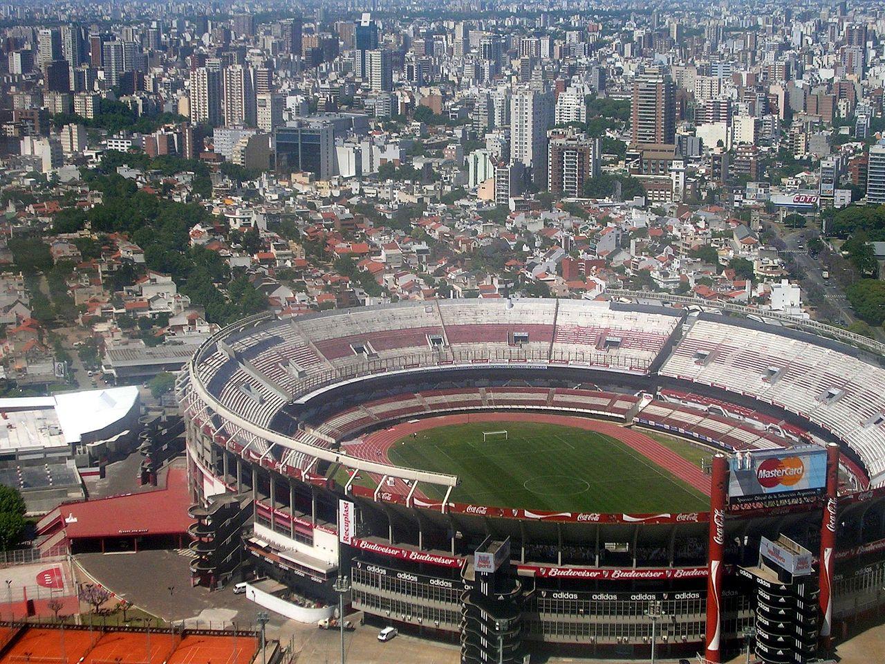 1280px-002_Buenos_Aires_desde_el_cielo_(Estadio_de_River)