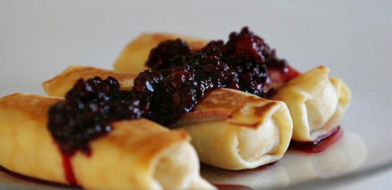 1260-Cheese_blintzes_with_blackberries