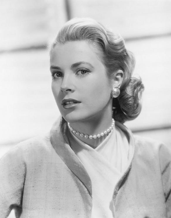 Studio publicity still of Grace Kelly for the film Rear Window (1954). Public domain via Wikimedia Commons.