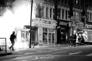 Shop_fire_during_London_riots,_2011
