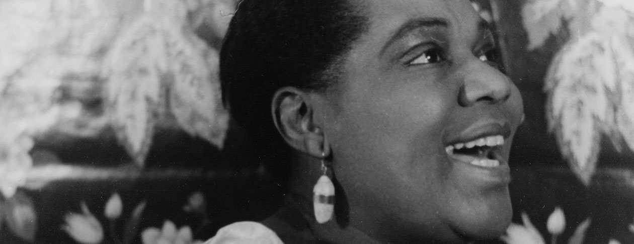 the life of bessie smith 1925-27: lesbianism in the life of bessie smith chris albertson i know women that don't like men the way they do is a crying sin it's dirty but good, oh, yes, it's.