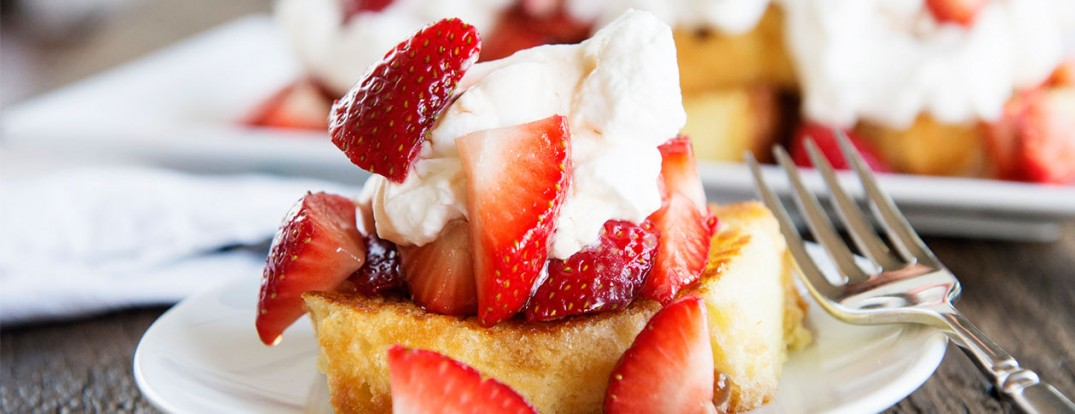 toasted pound cake with strawberries