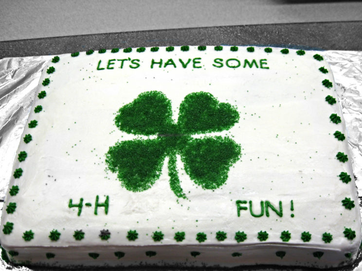 4-H Cake by Lesley L. CC BY-SA 2.0 via Flickr.
